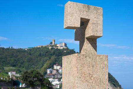 Public art at the promenade in the basque metropolis Donostia San Sebastian Standard-Bild - 116663261