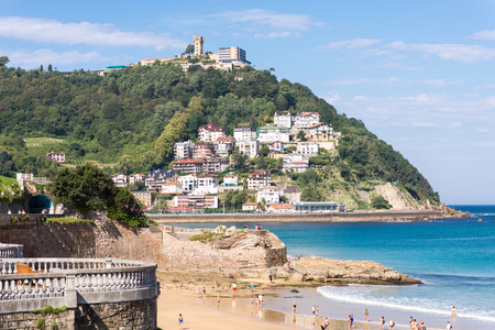 View to the Monte Igueldo and the La Concha Bay, one of the most famous urban beaches in Europe in Donostia San Sebastian. Standard-Bild - 116706315