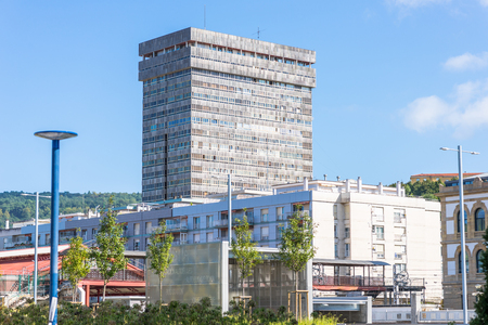 The Atocha Tower is the tallest building in the city, built in 1972 by architect Juan Cruz Saralegi, it has a total of 76 meters high and has 21 floors Standard-Bild - 116663311