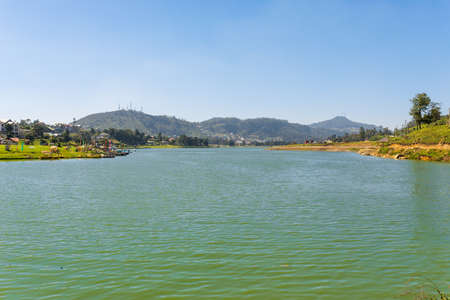 The Gregory Lake Area is a water reservoir in the Nuwara Eliya district in the highlands of Sri Lanka. Lake Gregory was constructed in 1873 during the british colonial period Foto de archivo