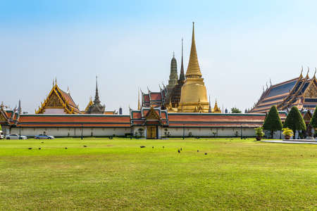 The Wat Phra Kaew, commonly known in English as the Temple of the Emerald Buddha and officially as Wat Phra Si Rattana Satsadaram, is regarded as the most sacred Buddhist temple in Thailand Standard-Bild