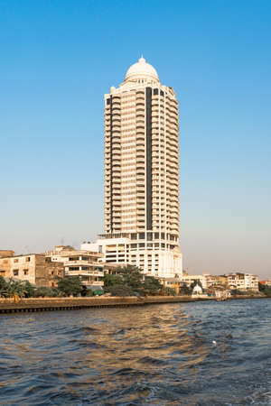 The high-rise Bangkok River Park is a residential complex with luxury condos, 158m high with 35 floors directly at the Chao Phraya river, situated in the Samphanthawong district
