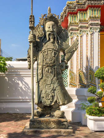 Large Chinese statues in the Wat Pho, guarding the gates of the perimeter walls as well as other gates within the compound in the famous temple in Bangkok Standard-Bild