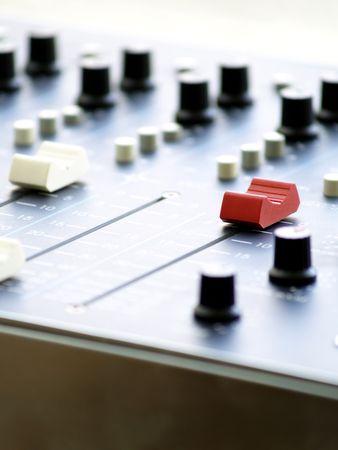 programm: RadioStation professionali console di missaggio. Programm (PGM) fader pieno. Archivio Fotografico