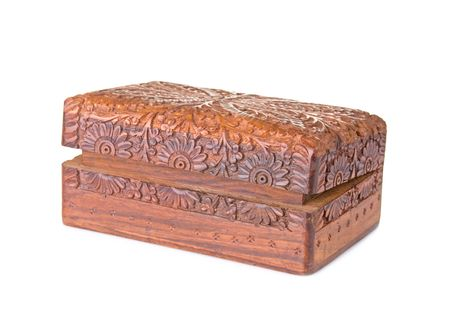Caja de madera tallada, aislado sobre fondo blanco Foto de archivo - 5422811