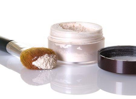 Gezicht poeder met make-up borstel