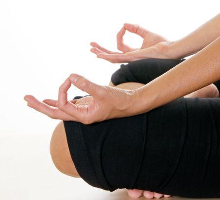 瞑想中の女性の手