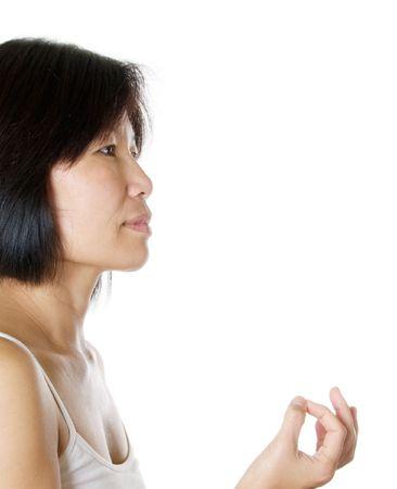 hand position: Mujer practicando su posici�n de la mano de mudr? que ayuda a la energ�a directa Foto de archivo