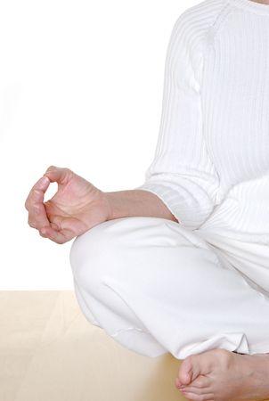 hand position: Posici�n de mano de mudra durante la meditaci�n por mujer madura