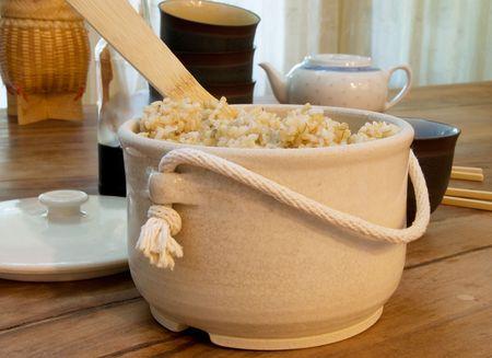 Recién cocido al vapor olla de arroz integral Foto de archivo - 5445556