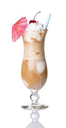 slagroom: Root bier zweven met slagroom, kersen, en paraplu