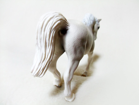 White horse toy Banque d'images - 107460608