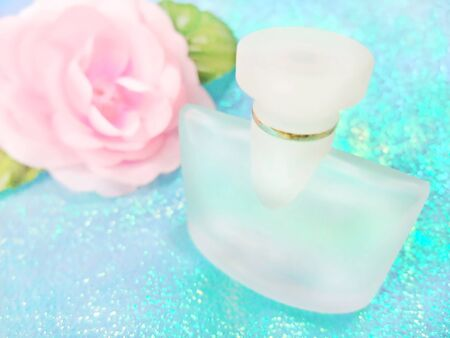 Perfume bottle and pink rose Banco de Imagens