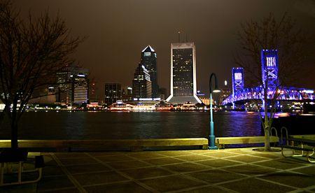 ジャクソンビルのダウンタウンの夜眺め