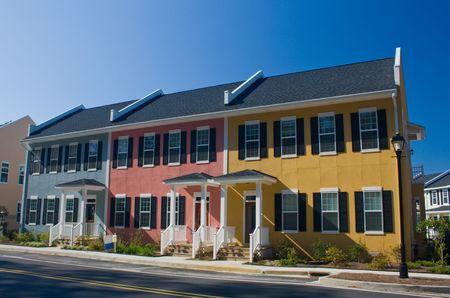 カラフルな沿岸スタイル賃貸マンション