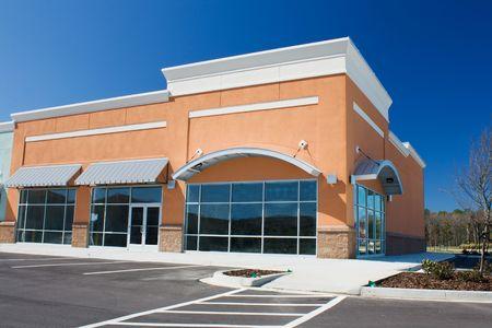 nieuw gebouwde winkel met gebogen luifel Stockfoto