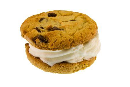 白で隔離されるチョコレートチップ アイス クリーム サンドイッチ