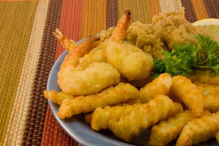 fresh fried shrimp, fish and chips on a blue plate Stock fotó