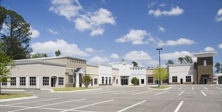 een lege gemengde bouwstijl commerciële winkelcentrum Stockfoto