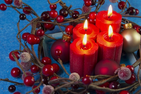 advent candles berry wreath