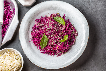 Cabbage salad with soybean sprouts and edible garlic flowers Standard-Bild
