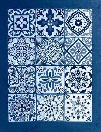 Blauer klassischer Hintergrund der mexikanischen Talavera. Farbe des Jahres