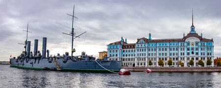 Panoramic view of Sankt St. Petersburg. Nakhimov naval school and military cruiser Aurora on Neva river. 스톡 콘텐츠