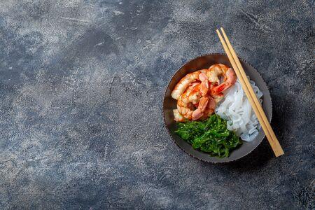 Shirataki noodles, shrimps and seaweed chuka bowl. Healthy low carbs, low calories lanch. Stok Fotoğraf