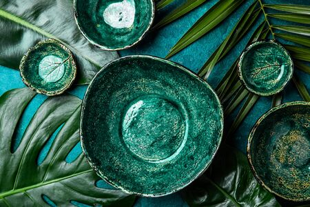 Background with empty green plates over tropical palm tree leaves and monstera. Banco de Imagens