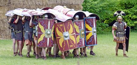 legionari rom configurare una formazione, chiamato tartaruga, festa romana 2014, Carnuntum, Austria