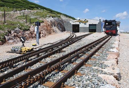 """h�tte schnee: Bergstation der Zahnradbahn auf den Berg """"Schneeberg"""", Nieder�sterreich, �sterreich Editorial"""