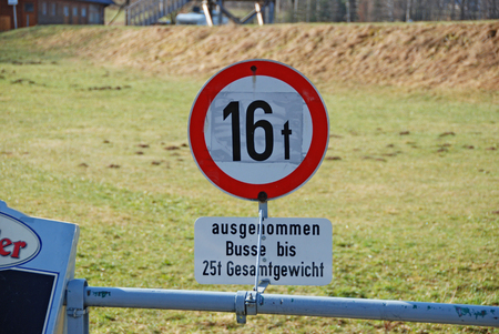 noteworthy: traffic sign with weight restricted to 16 tons, coaches 25 tons, Lower Austria, Austria