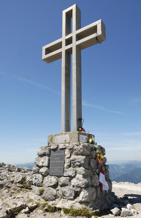 viennese: cross on the summit of the mountain Klosterwappen, Hochschneeberg, alps, Viennese Mountains, Lower Austria, Austria Stock Photo