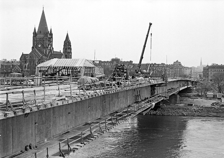 collapsed: new construction of a bridge across the river Danube instead of the 1976 collapsed old Reichsbrücke, in the background the Holy Francis of Assisi church, Vienna, Austria, 1979
