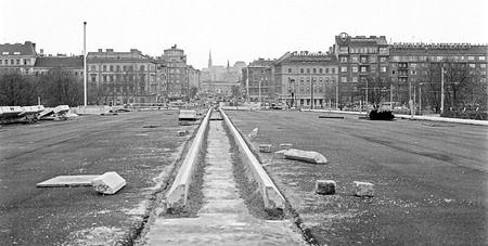 inner city: new construction of a bridge across the river Danube instead of the 1976 collapsed old Reichsbrücke, in the background the inner city with the St. Stephens Cathedral, Vienna, Austria, 1979 Editorial