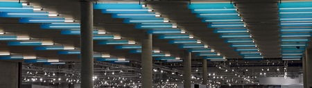 ceiling lights in blue and white at a hall with concrete columns 版權商用圖片