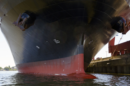 hull of a container ship with bulbous bow at the harbour of Hamburg, Germany Editöryel