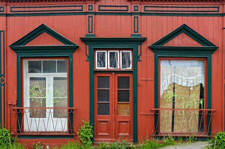 wooden front of an empty house painted in black and red, Sassnitz, Germany Stock fotó