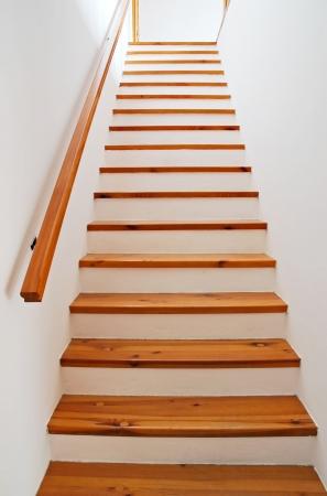schody: Wnętrze - drewnianych schodów i poręczy