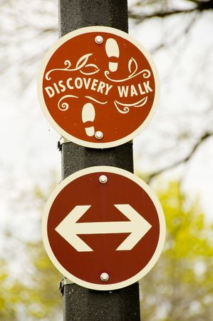 Discovery walk sign and arrows at a park