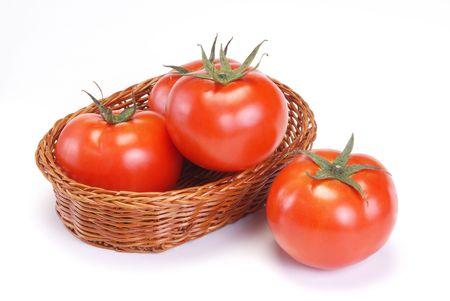 흰색 배경에 빨간 토마토
