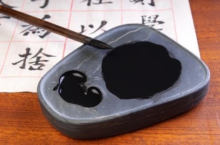 ancient tradition:  China antigua tradici�n instrumento escrito pluma de pincel y recipiente