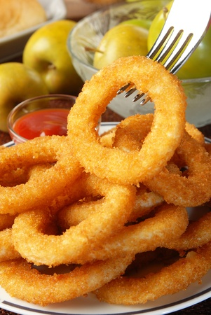 american cuisine: Golden onion rings and ketchup