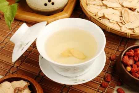 Chinese traditional ginseng tea and herbs         Фото со стока