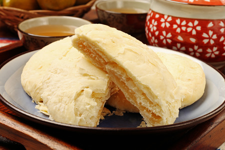 Also known as maltose pastry, sun cakes are a famous product of central Taiwan Reklamní fotografie - 26582810