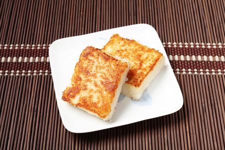 Cuit à la vapeur gâteau de navets, de la nourriture chinoise.