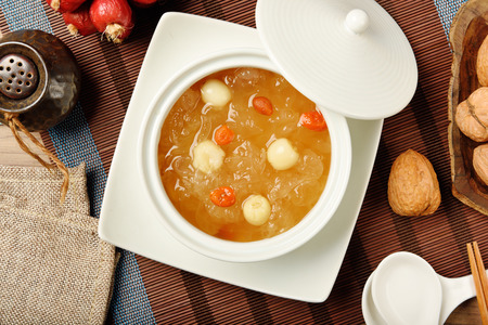 Chinese traditional dessert - Sweet white fungus and lotus seeds soup 版權商用圖片