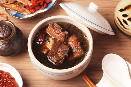 Pork chops in Chinese medicine soup. 版權商用圖片 - 55215101