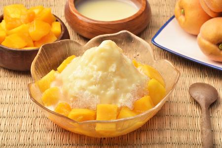 新鮮なマンゴーかき氷のデザート