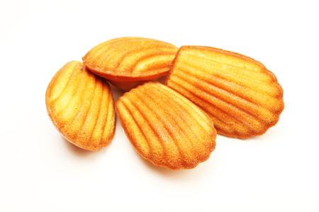 Madeleine-koekje op witte achtergrond Stockfoto
